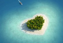 озеро в форме сердца